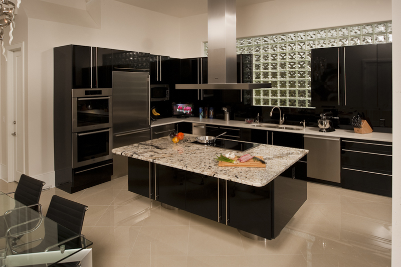 Holiday kitchens frameless cabinets doors chicago for Kitchen cabinets gold coast